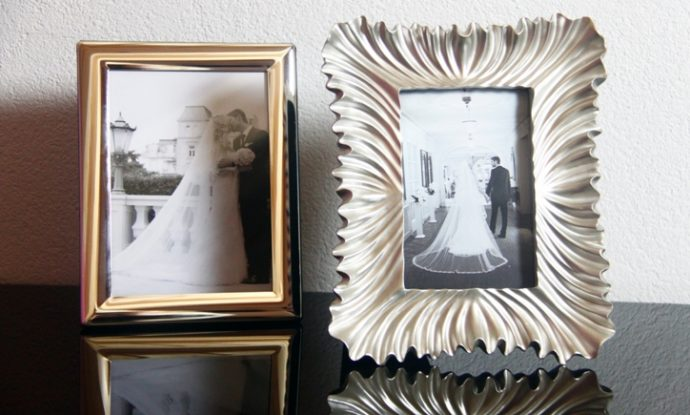 a perfect couple picture frames looks like coja. Black Bedroom Furniture Sets. Home Design Ideas