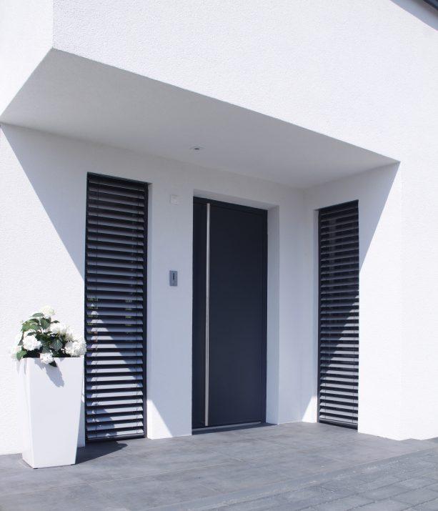 elegant dekorativer hauseingang looks like coja. Black Bedroom Furniture Sets. Home Design Ideas