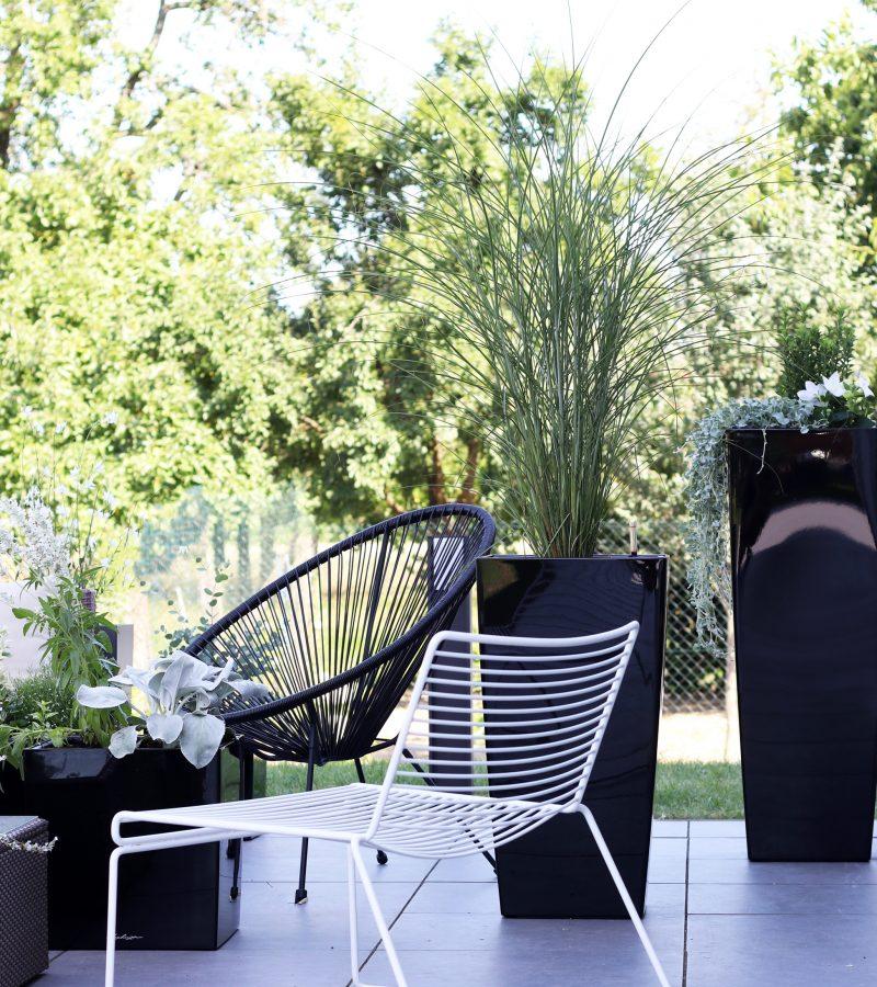 Outdoor-Lounge | Strahlende Statements in Anthrazit, Weiß & Schwarz